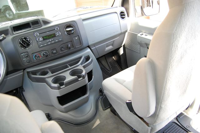 2012 Ford 15 Pass. XLT Charlotte, North Carolina 13