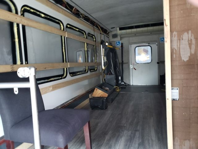 2012 Ford E-Series Cutaway Super Duty E450 Conversion Van w/Handicap Lift in Dallas, Texas 75220