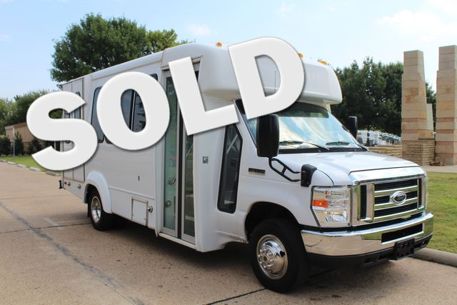 2012 Ford E350 13 Passenger Low Miles Elkhart Coach Shuttle Bus W/Lift Irving, Texas 0