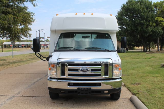 2012 Ford E350 13 Passenger Low Miles Elkhart Coach Shuttle Bus W/Lift Irving, Texas 1