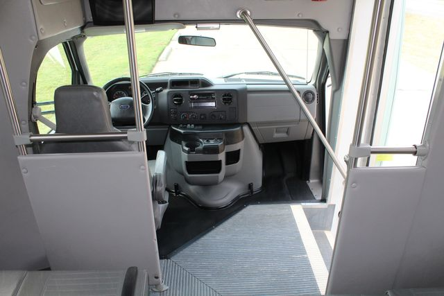 2012 Ford E350 13 Passenger Low Miles Elkhart Coach Shuttle Bus W/Lift Irving, Texas 22