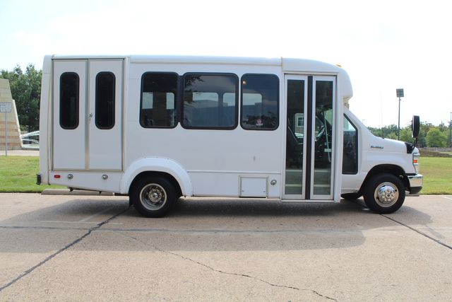 2012 Ford E350 13 Passenger Low Miles Elkhart Coach Shuttle Bus W/Lift Irving, Texas 7