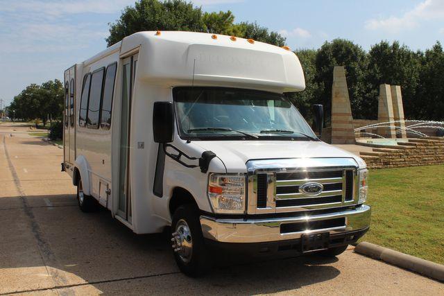 2012 Ford E350 13 Passenger Low Miles Elkhart Coach Shuttle Bus W/Lift Irving, Texas 69