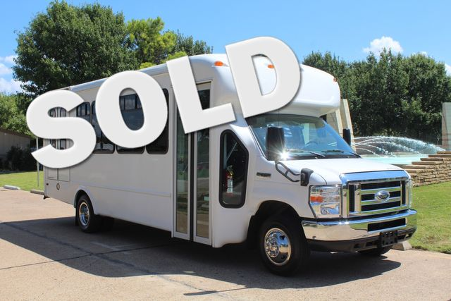 2012 Ford E450 15 Passenger Low Miles Starcraft Shuttle Bus  W/ 5 Wheelchair Spaces Irving, Texas