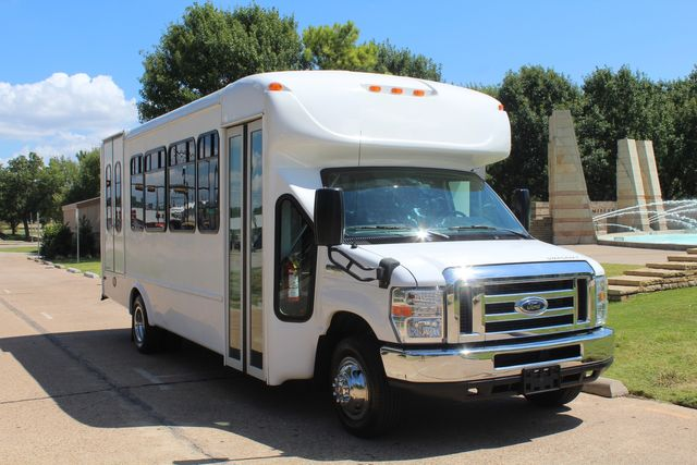 2012 Ford E450 15 Passenger Low Miles Starcraft Shuttle Bus  W/ 5 Wheelchair Spaces Irving, Texas 1