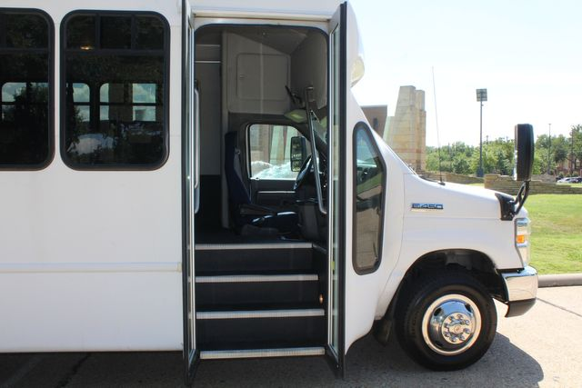 2012 Ford E450 15 Passenger Low Miles Starcraft Shuttle Bus  W/ 5 Wheelchair Spaces Irving, Texas 10