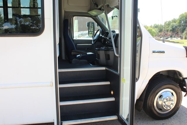2012 Ford E450 15 Passenger Low Miles Starcraft Shuttle Bus  W/ 5 Wheelchair Spaces Irving, Texas 11