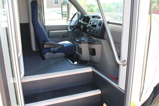 2012 Ford E450 15 Passenger Low Miles Starcraft Shuttle Bus  W/ 5 Wheelchair Spaces Irving, Texas 12