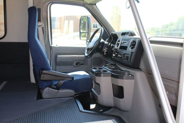 2012 Ford E450 15 Passenger Low Miles Starcraft Shuttle Bus  W/ 5 Wheelchair Spaces Irving, Texas 13