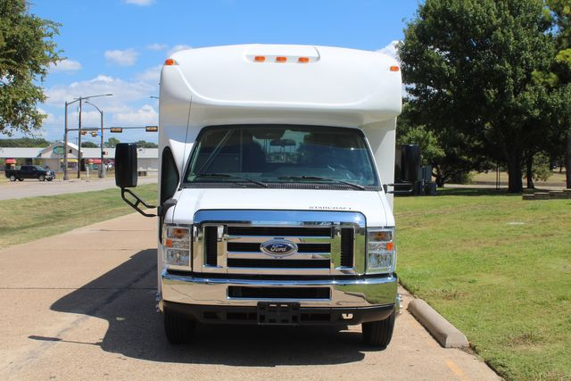 2012 Ford E450 15 Passenger Low Miles Starcraft Shuttle Bus  W/ 5 Wheelchair Spaces Irving, Texas 2