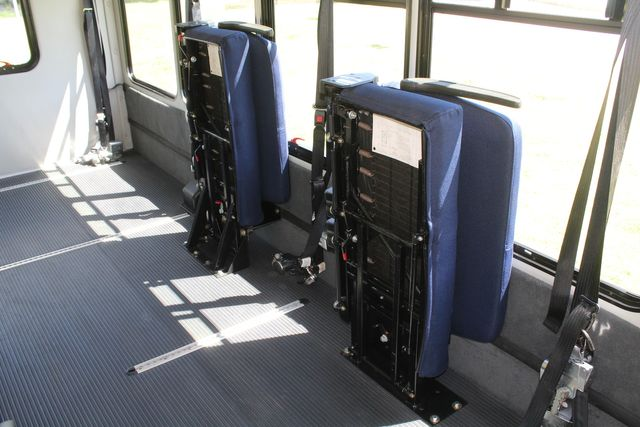 2012 Ford E450 15 Passenger Low Miles Starcraft Shuttle Bus  W/ 5 Wheelchair Spaces Irving, Texas 23