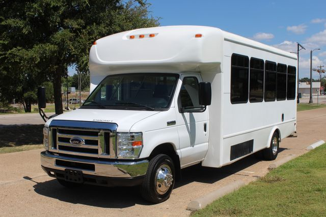 2012 Ford E450 15 Passenger Low Miles Starcraft Shuttle Bus  W/ 5 Wheelchair Spaces Irving, Texas 3