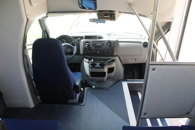 2012 Ford E450 15 Passenger Low Miles Starcraft Shuttle Bus  W/ 5 Wheelchair Spaces Irving, Texas 32