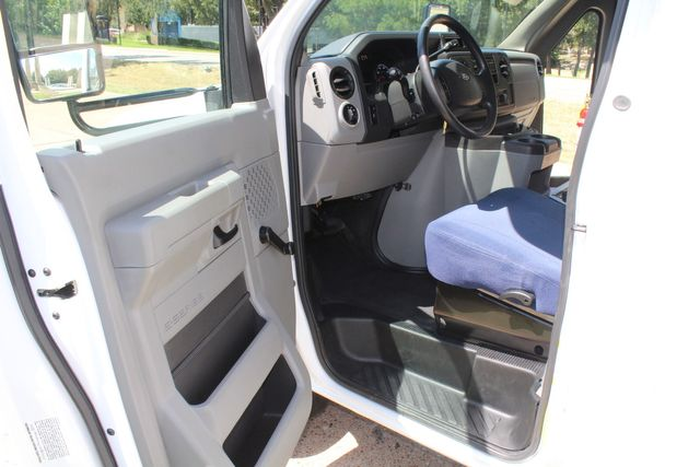 2012 Ford E450 15 Passenger Low Miles Starcraft Shuttle Bus  W/ 5 Wheelchair Spaces Irving, Texas 46