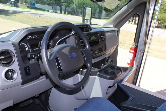 2012 Ford E450 15 Passenger Low Miles Starcraft Shuttle Bus  W/ 5 Wheelchair Spaces Irving, Texas 49