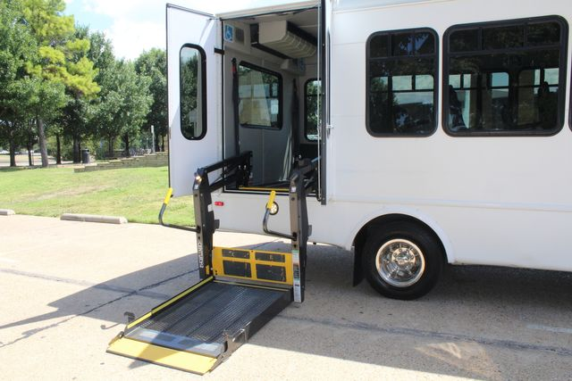 2012 Ford E450 15 Passenger Low Miles Starcraft Shuttle Bus  W/ 5 Wheelchair Spaces Irving, Texas 58