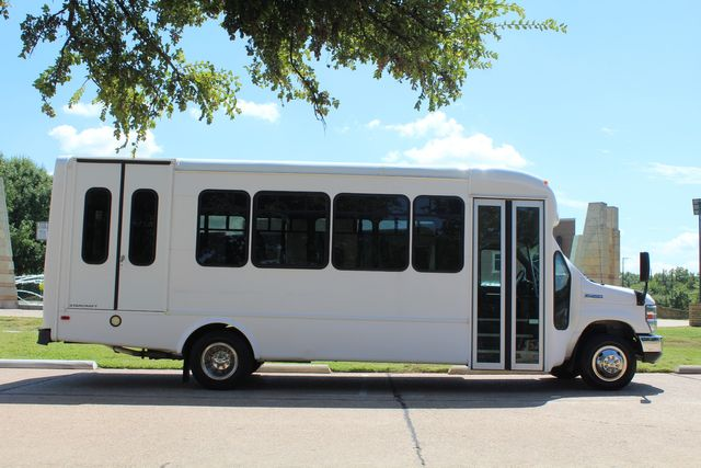 2012 Ford E450 15 Passenger Low Miles Starcraft Shuttle Bus  W/ 5 Wheelchair Spaces Irving, Texas 9