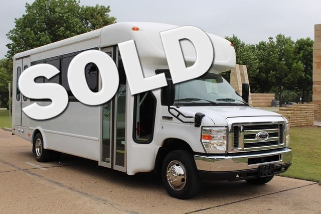 2012 Ford E450 21 Passenger  Starcraft Shuttle Bus W/ Wheelchair Lift Irving, Texas 1