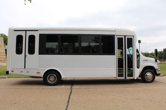 2012 Ford E450 21 Passenger  Starcraft Shuttle Bus W/ Wheelchair Lift Irving, Texas 10