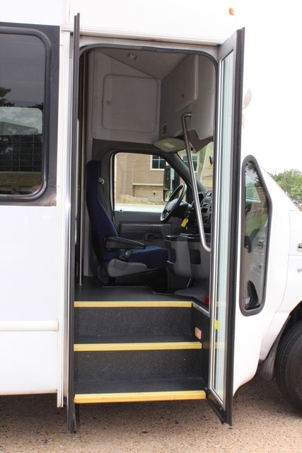 2012 Ford E450 21 Passenger  Starcraft Shuttle Bus W/ Wheelchair Lift Irving, Texas 15