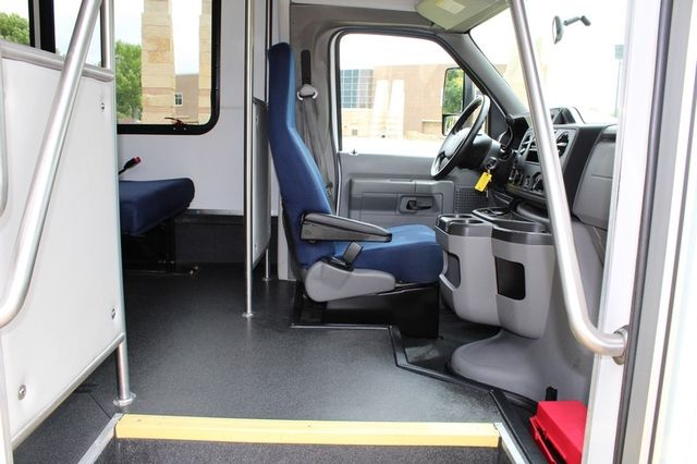 2012 Ford E450 21 Passenger  Starcraft Shuttle Bus W/ Wheelchair Lift Irving, Texas 16
