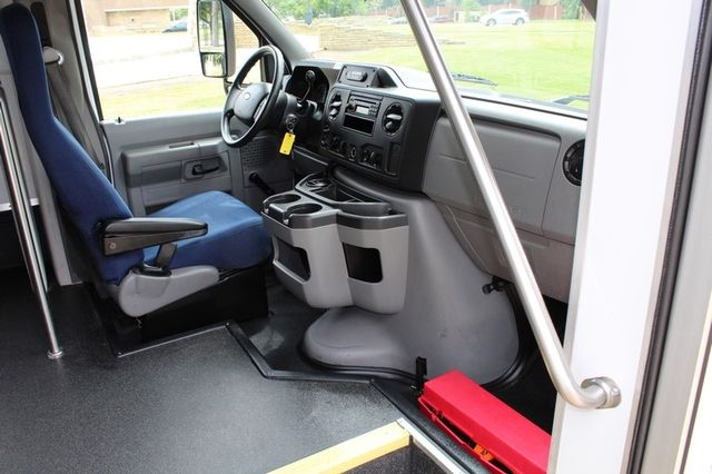 2012 Ford E450 21 Passenger  Starcraft Shuttle Bus W/ Wheelchair Lift Irving, Texas 17