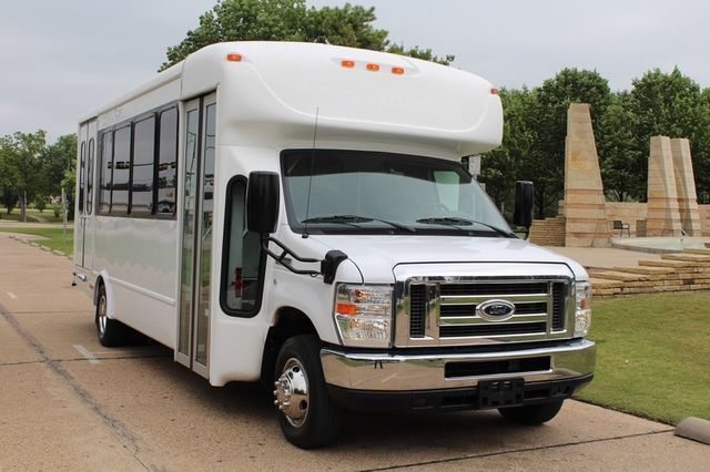 2012 Ford E450 21 Passenger  Starcraft Shuttle Bus W/ Wheelchair Lift Irving, Texas 2