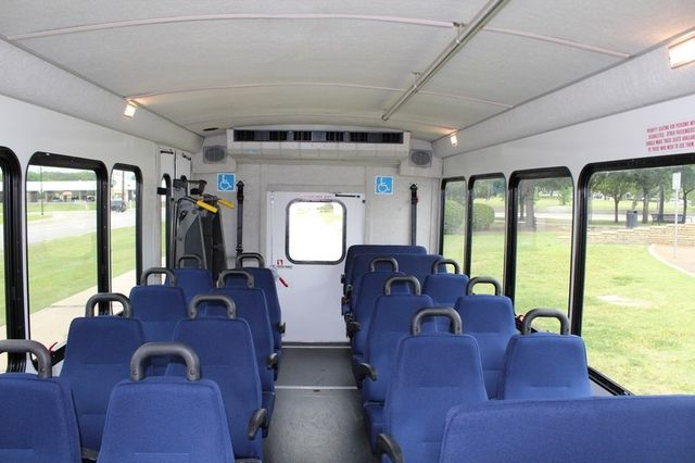 2012 Ford E450 21 Passenger  Starcraft Shuttle Bus W/ Wheelchair Lift Irving, Texas 20