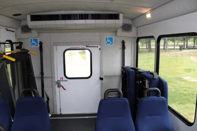 2012 Ford E450 21 Passenger  Starcraft Shuttle Bus W/ Wheelchair Lift Irving, Texas 22