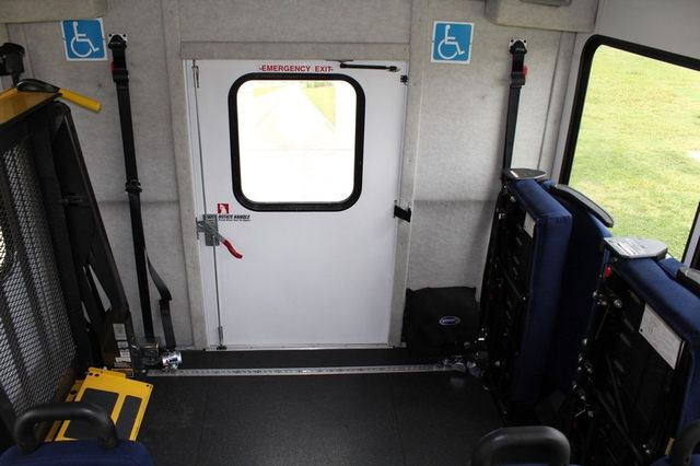 2012 Ford E450 21 Passenger  Starcraft Shuttle Bus W/ Wheelchair Lift Irving, Texas 23