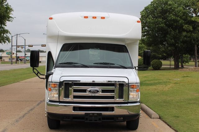 2012 Ford E450 21 Passenger  Starcraft Shuttle Bus W/ Wheelchair Lift Irving, Texas 3
