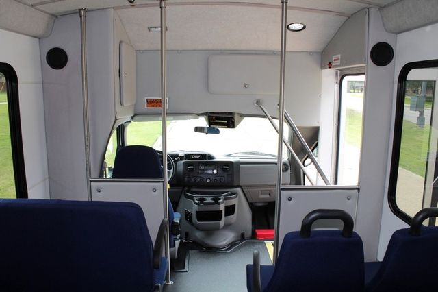 2012 Ford E450 21 Passenger  Starcraft Shuttle Bus W/ Wheelchair Lift Irving, Texas 30