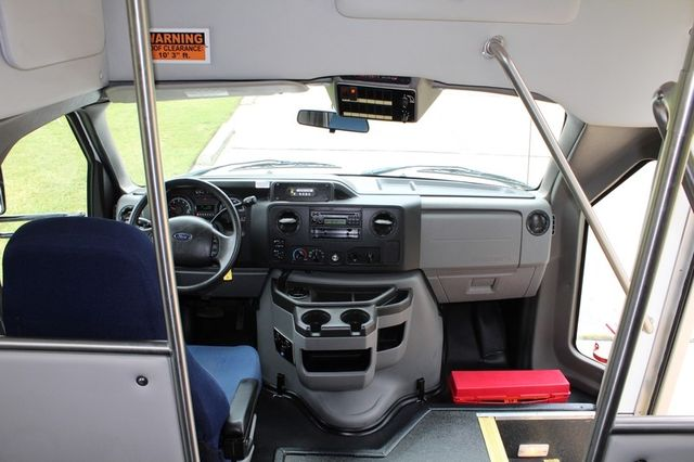 2012 Ford E450 21 Passenger  Starcraft Shuttle Bus W/ Wheelchair Lift Irving, Texas 31