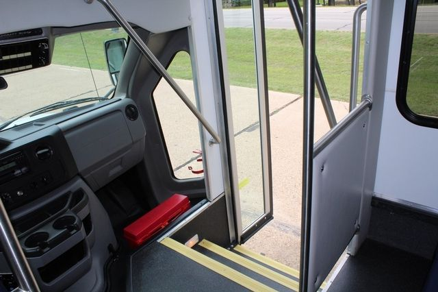 2012 Ford E450 21 Passenger  Starcraft Shuttle Bus W/ Wheelchair Lift Irving, Texas 32