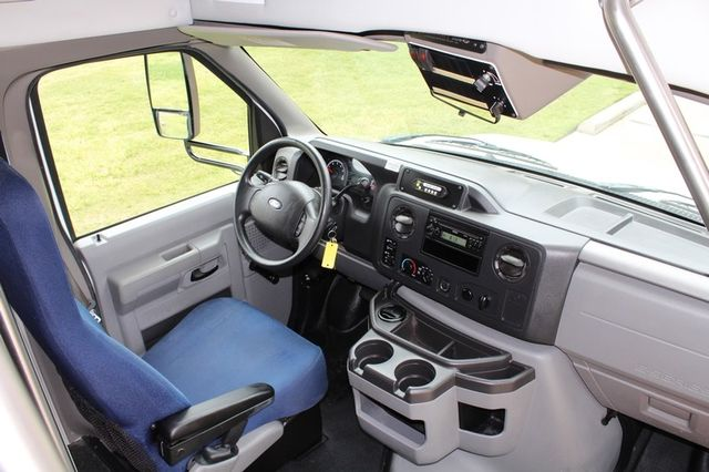 2012 Ford E450 21 Passenger  Starcraft Shuttle Bus W/ Wheelchair Lift Irving, Texas 33