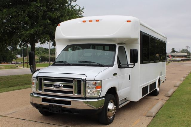2012 Ford E450 21 Passenger  Starcraft Shuttle Bus W/ Wheelchair Lift Irving, Texas 4