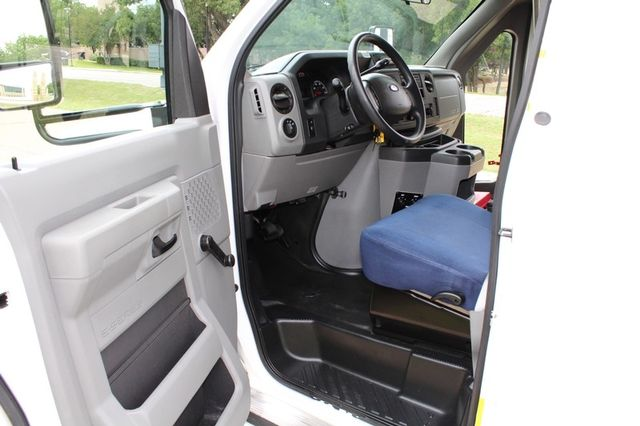 2012 Ford E450 21 Passenger  Starcraft Shuttle Bus W/ Wheelchair Lift Irving, Texas 43
