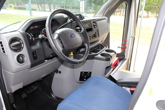 2012 Ford E450 21 Passenger  Starcraft Shuttle Bus W/ Wheelchair Lift Irving, Texas 44
