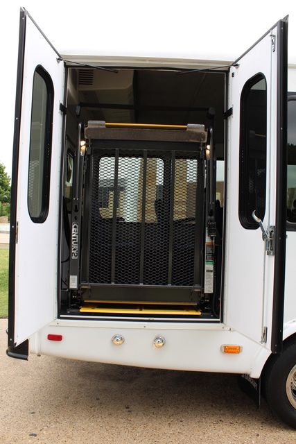 2012 Ford E450 21 Passenger  Starcraft Shuttle Bus W/ Wheelchair Lift Irving, Texas 47