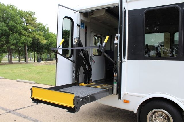 2012 Ford E450 21 Passenger  Starcraft Shuttle Bus W/ Wheelchair Lift Irving, Texas 48