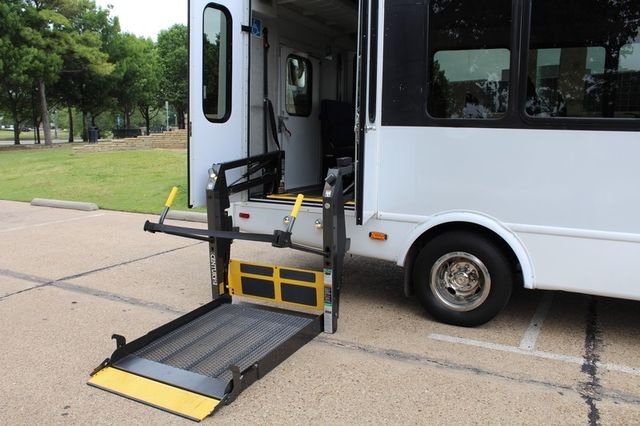 2012 Ford E450 21 Passenger  Starcraft Shuttle Bus W/ Wheelchair Lift Irving, Texas 49