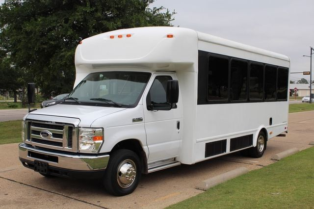 2012 Ford E450 21 Passenger  Starcraft Shuttle Bus W/ Wheelchair Lift Irving, Texas 5