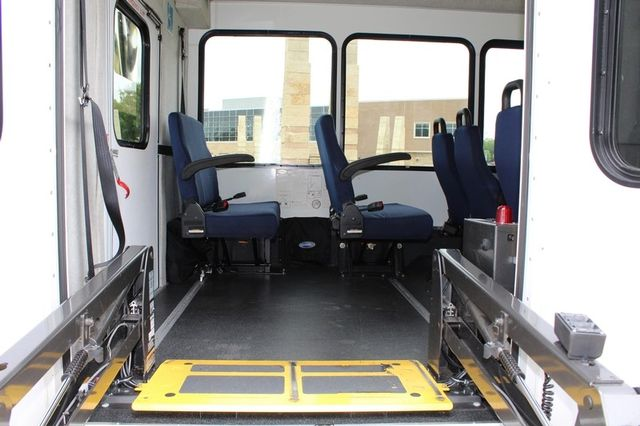 2012 Ford E450 21 Passenger  Starcraft Shuttle Bus W/ Wheelchair Lift Irving, Texas 51