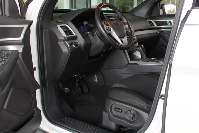 2012 Ford Explorer XLT 4x4 - LEATHER INTERIOR - SYNC W/ BLUETOOTH! Mooresville , NC 27