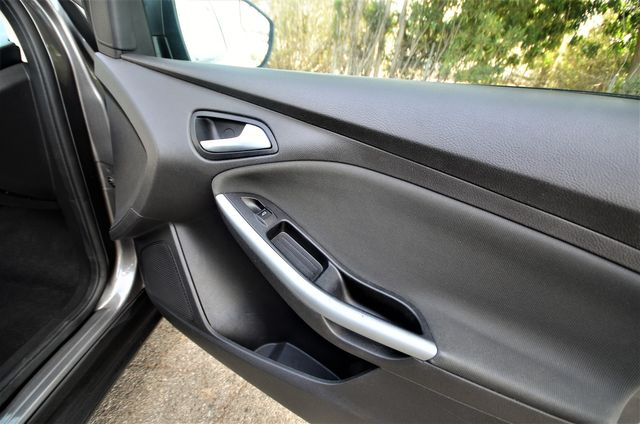 2012 Ford Focus SE in Reseda, CA, CA 91335
