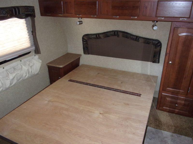 2012 Forest River SIGNATURE ULTRA LITE 8280 WS 12 TON TOWABLE  city FL  Manatee RV  in Palmetto, FL