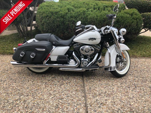 2012 Harley-Davidson FLHRC Road King Classic *** ONLY 160 MILES ***