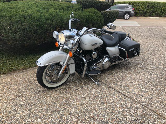 2012 Harley-Davidson FLHRC Road King Classic *** ONLY 160 MILES *** in McKinney, TX 75070