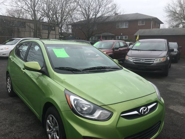 2012 Hyundai Accent 5-Door GS New Brunswick, New Jersey 2