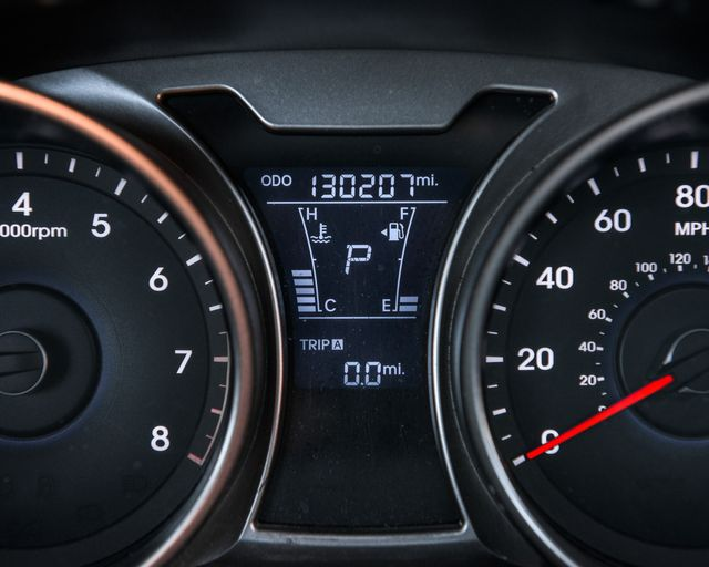 2012 Hyundai Veloster w/Red Int Burbank, CA 32